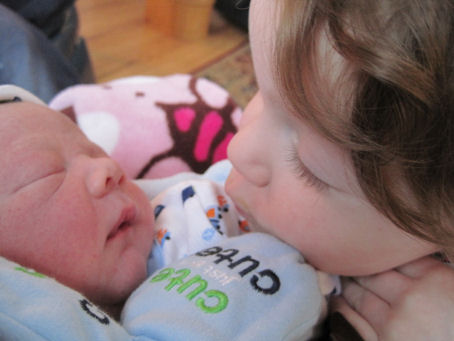 Rhia kisses little brother